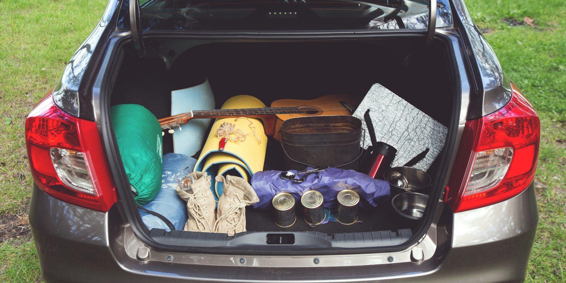 Походные вещи вбагажнике Datsun.